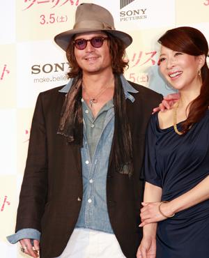 ジョニデはジャック・スパロウの役作りで前歯が金歯なのです。cJulie Minami