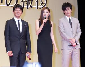 織田(左)、黒木、伊藤、映画『アンダルシア 女神の報復』の完成披露試写会にて。撮影:南樹里