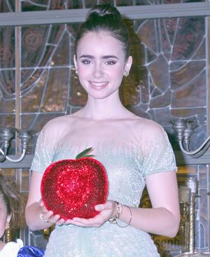 白雪姫役のリリー・コリンズ「女の子は誰でも白雪姫の要素をもっている」/映画『白雪姫と鏡の女王』来日プレミア試写会にて