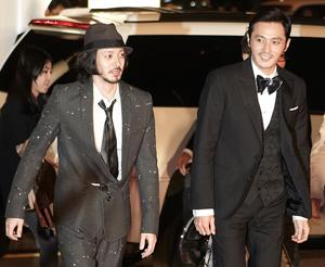 """オダギリジョー(左)&チャン・ドンゴン、""""可愛い""""レッドカーペットに登場/第16回釜山国際映画祭"""