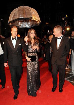 ウィリアム王子&キャサリン妃 2ショットに大歓声!/映画『戦火の馬』ロイヤルプレミアinロンドン