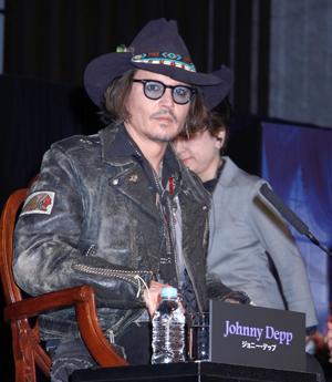 ジョニー・デップ「今の自分があるのはファンとティムのおかげ」/映画『ダーク・シャドウ』来日会見