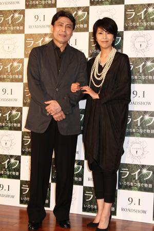 映画『ライフ ―いのちをつなぐ物語―』案内人の松本幸四郎(左)&松たか子