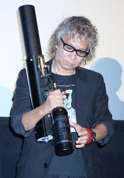 キャノン砲を持つ姿が最も様になっていたのは、伊藤英明が「エメルギーの塊」と敬意を表する本作の三池崇史監督だった