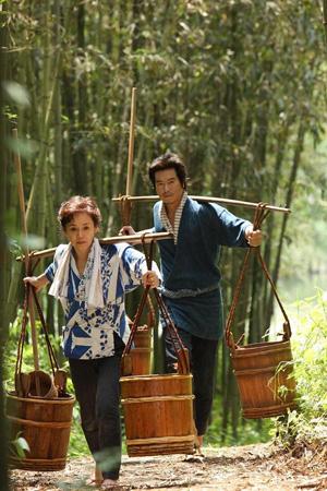 新藤兼人監督の映画『一枚のハガキ』より。(C)2011「一枚のハガキ」近代映画協会/渡辺商事/プランダス
