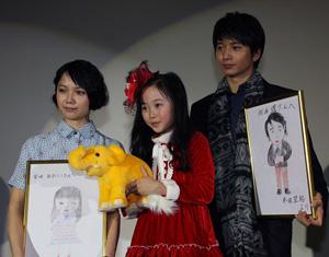 宮崎(左)、本田、向井、映画『きいろいゾウ』先行プレミアにて