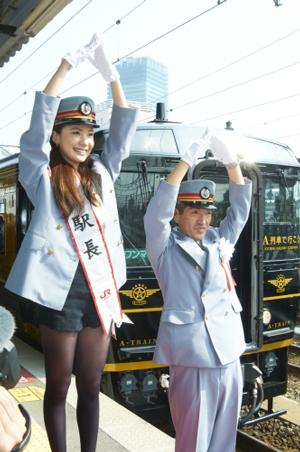 村川絵梨、JR熊本駅の一日駅長に就任/映画『僕達急行 A列車で行こう』