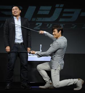 韓流四天王イ・ビョンホン(右)とメガホンを執ったジョン・M・チュウ監督(左)