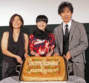 (左から)三島監督、原田知世、大泉洋、映画『しあわせのパン』完成披露試写会にて