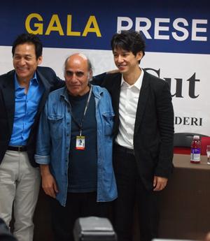 アン・ソンギ、アミール・ナデリ監督(中央)、西島秀俊(右)、第16回釜山国際映画祭にて