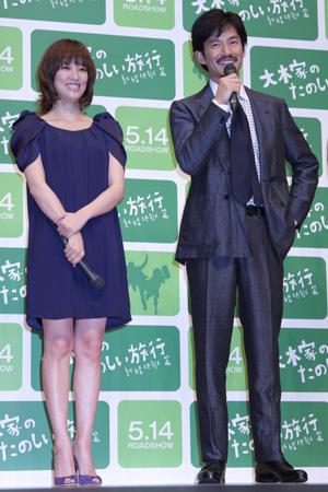初共演で夫婦役を演じた水川(左)と竹野内。映画『大木家のたのしい旅行 新婚地獄篇』完成披露試写会にてcJulie Minami