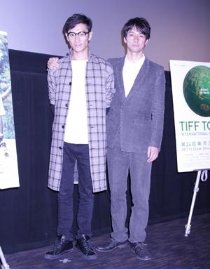 伊勢谷友介監督(左)と西島秀俊(右)、映画『セイジ?陸の魚?』舞台あいさつにて。撮影:南 樹里