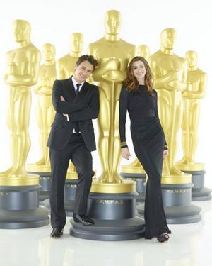 第83回アカデミー賞授賞式司会を務めるジェームズ・フランコとアン・ハサウェイ。cBob D'Amico / ABC /83rd Academy AwardsR