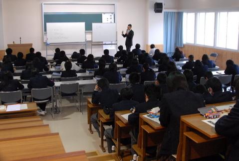 一戸高校で社会人による講義