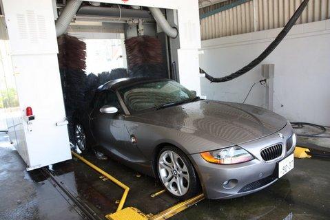 Z4を洗車機へ