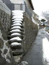雪のある階段