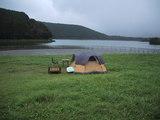 湖畔にテント