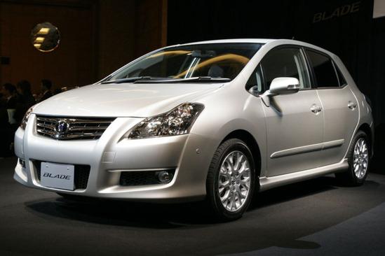 800px-Toyota-blade_20061221