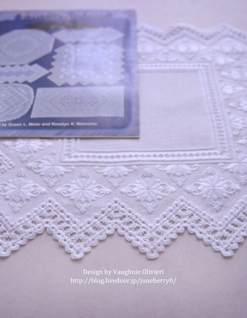 ハーダンガー刺繍のドイリー01blog