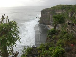 Bali ウルワツ断崖絶壁海3 水平線