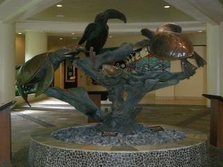 4朝シェラトンワイキキ玄関海亀の像