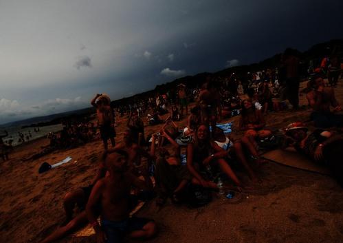 皆既日食 異国人の浜