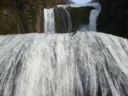 ★「弥満喜」のしゃもすき鍋と袋田の滝★