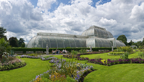 1280px-Kew_Gardens_Palm_House,_London_-_July_2009[1]