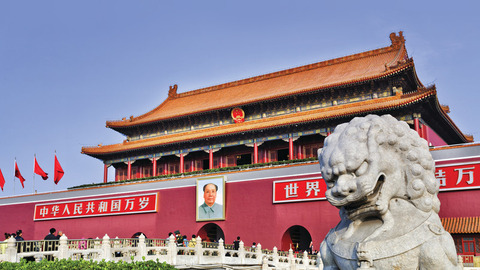 Intrepid-Travel-china_beijing_tiananmen-forbidden-city-statue[1]