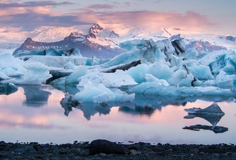 Jokulsarlon-glacier-lagoon-Iceland shutterstock_406443997[1]