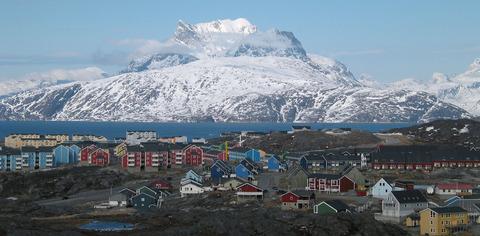 Nuuk_city_below_Sermitsiaq[1]