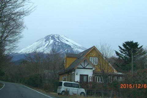 富士と山荘20151206a