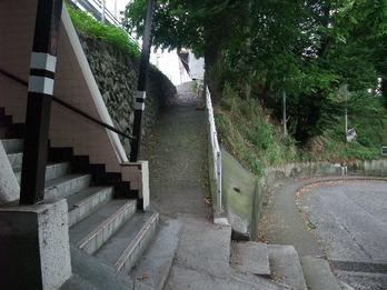 川崎街道先の坂