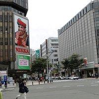 【嵐 遭遇情報】櫻井翔と松本潤(翔潤)が、すすきの のラーメン屋に来店!握手するファンサービスも!