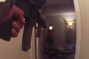 出待ちで撃たれる警官のボディカム映像がくっそ怖い。