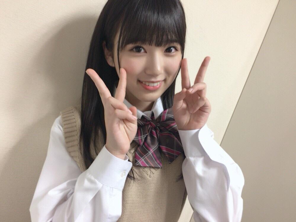 矢吹奈子の制服画像