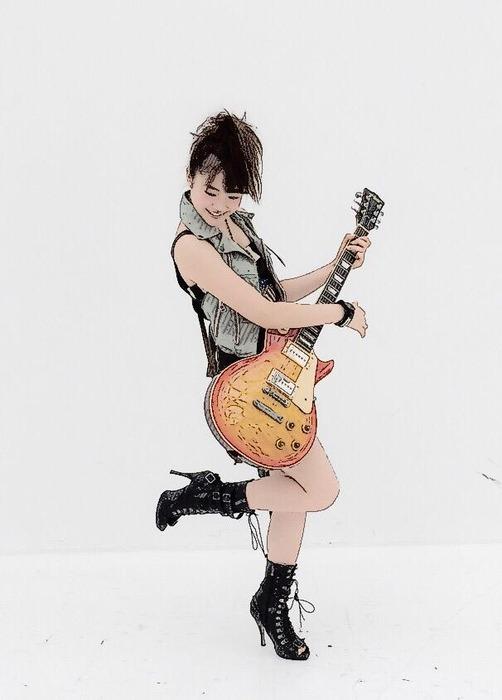 001穴井千尋ギター姿