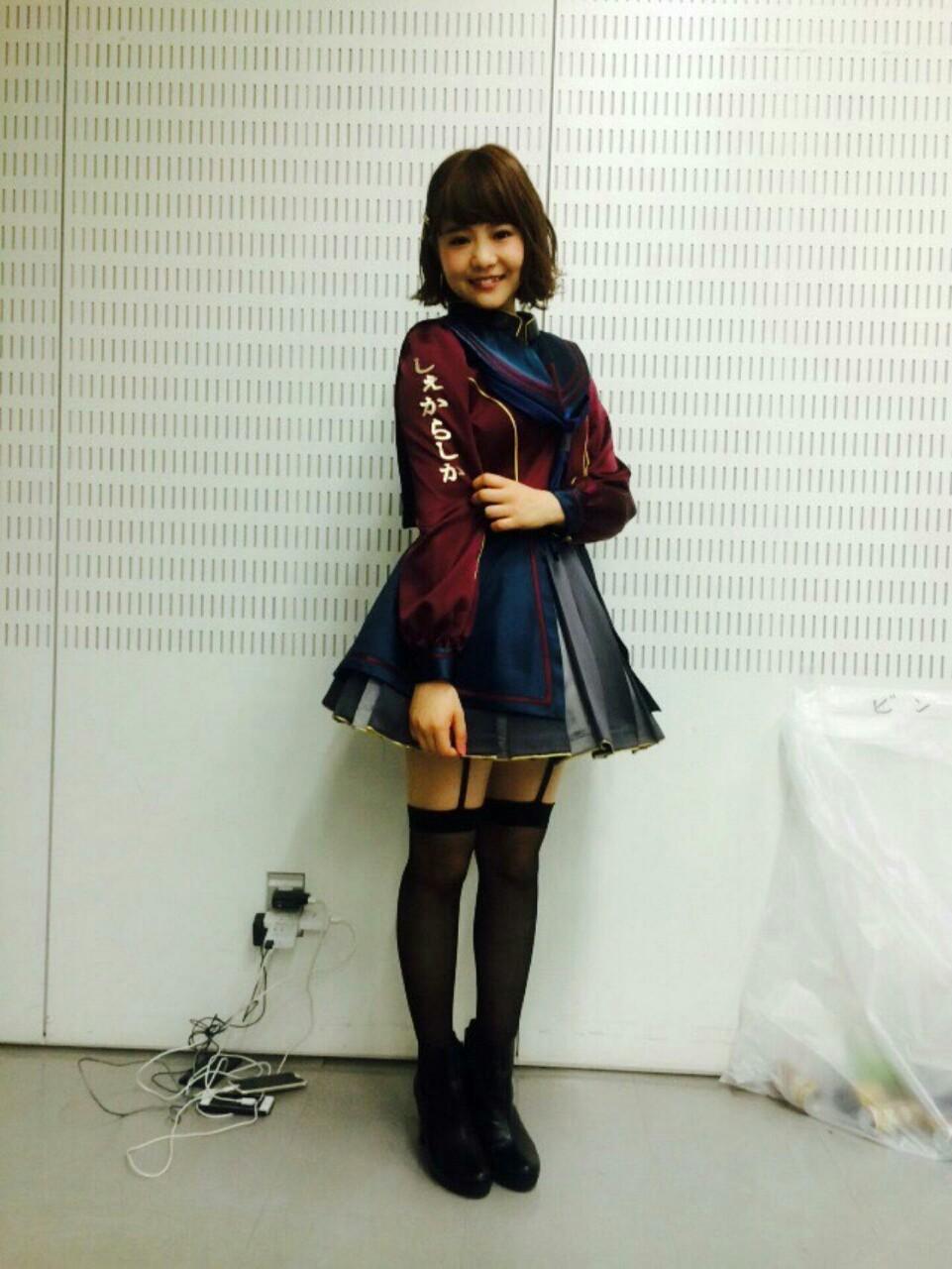 博多弁刺繍の衣装のHKT48。