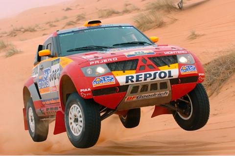 2005-Mitsubishi-Pajero-Dakar-02