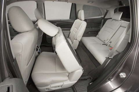 2016-Honda-Pilot-rear-seat-view2