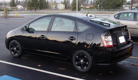 black_prius_with_black_wheels_1-550x318