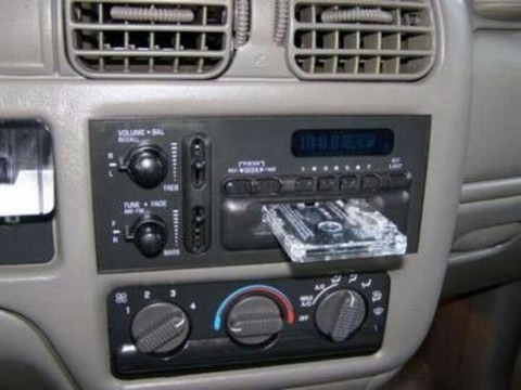361bec690c0bf7c3520c32017c9f54c5--cd-player-car-stuff