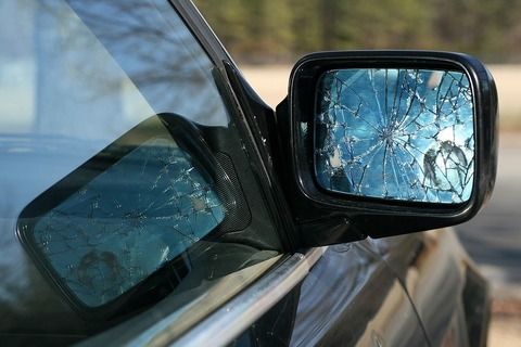 1024px-2010-03-08_shattered_side_mirror_on_bmw