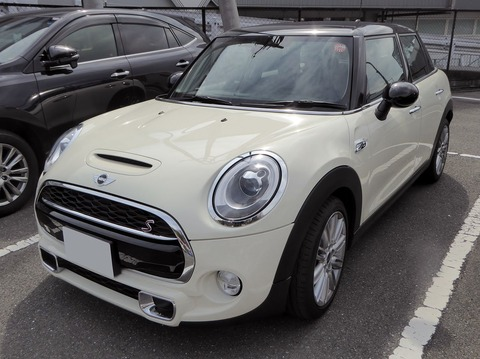 1280px-BMW_MINI_COOPER_S_5door_(F55)_front