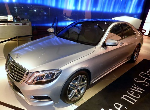 1280px-Mercedes-Benz_S400_HYBRID_(W222)_front