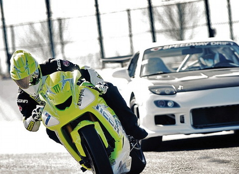 motorcycle-vs-car-drift-battle-2