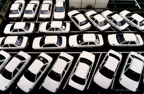 199305-white-cars