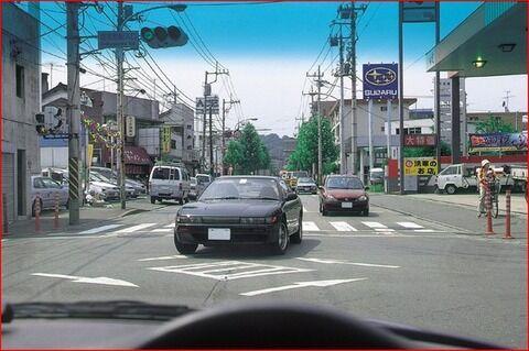 【衝撃】ワイ運転初心者、永遠に右折ができず交差点の中心のすぐ内側で泣き叫ぶ...