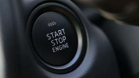 友「この車どうやってエンジンかけるん?」ワイ「ここのボタン押すんやで」友「え?ボタンなん?」