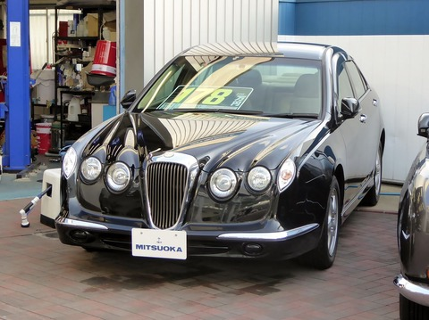 1280px-Mitsuoka_NOUERA_20ST_(CL7)_front